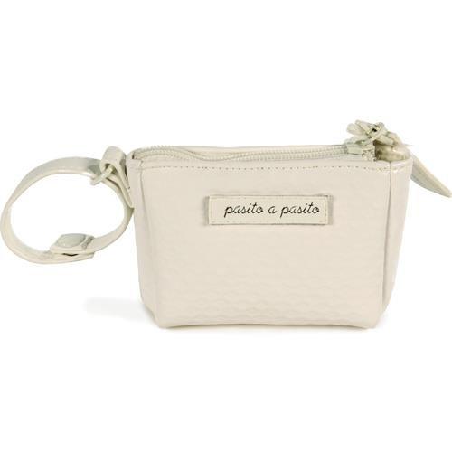 Funda para chupete Pasito a Pasito colección New Cotton en polipiel grabada en color beige.